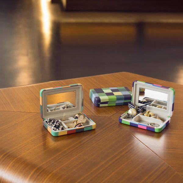 Kikkerland Plaid Portable Jewellery Case (OR104-A)
